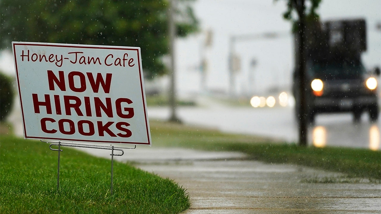 Jobless claims drop to a fresh pandemic low